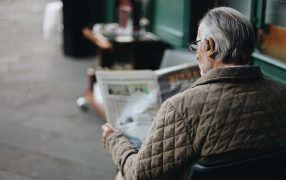 how does reading help the elderly