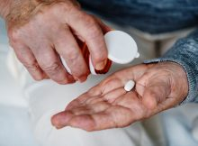 how to help elderly remember medications